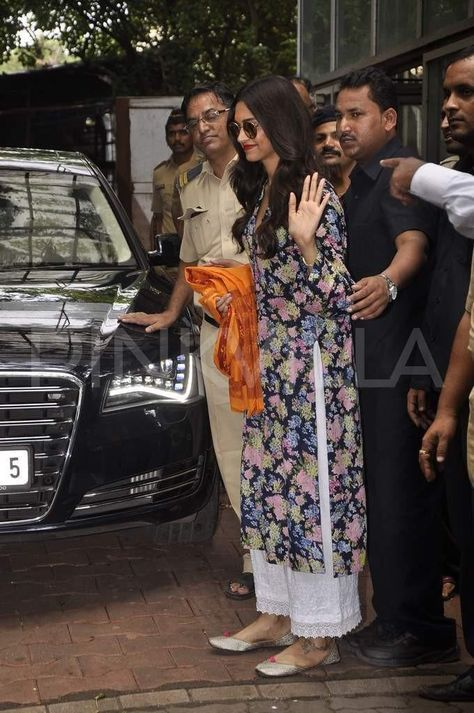Deepika Padukone keeps up with her 'Siddhivinayak'