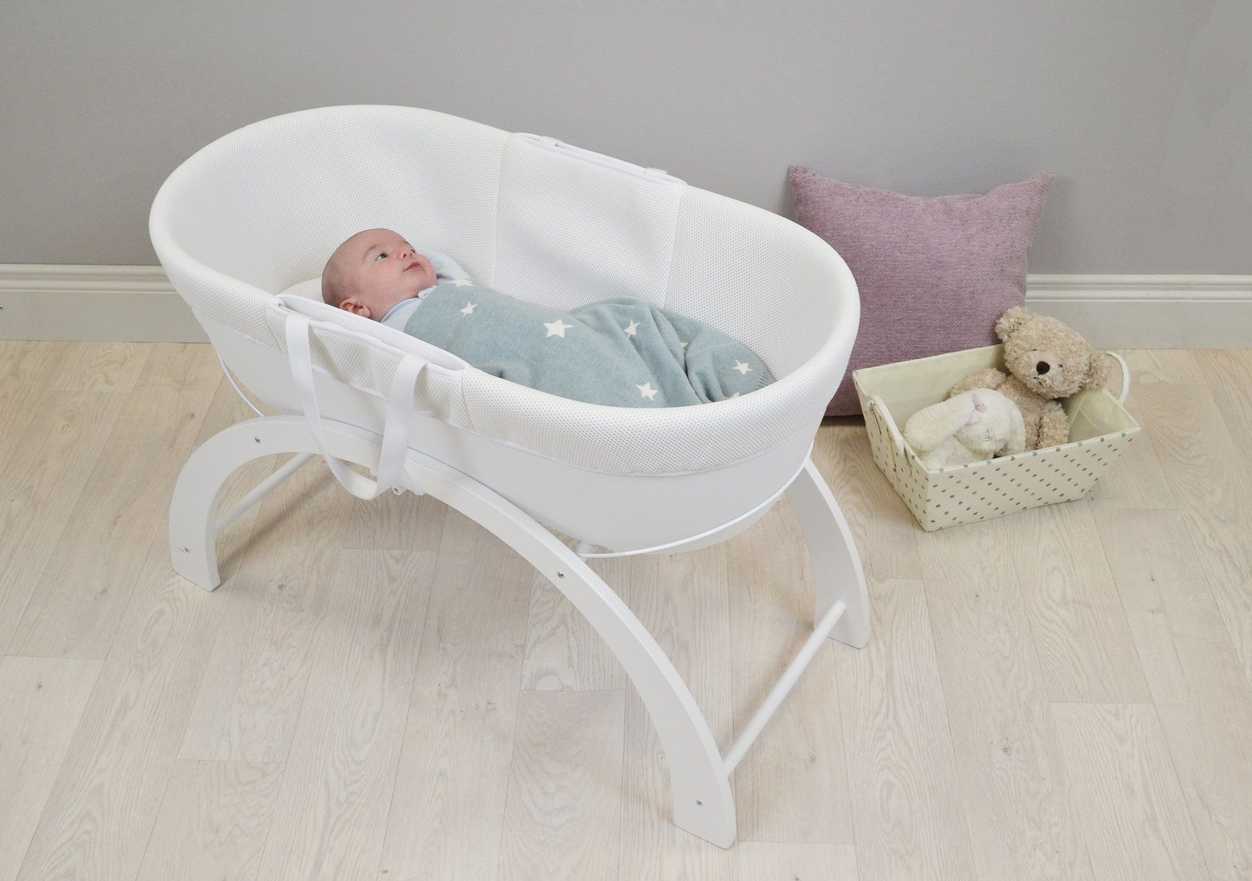 The Dreami Sleep System in WHITE - 3D mesh breathable fabric, hypoallergenic wicker-less base, multi function stand - RRP £129.99
