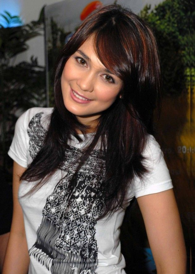 indonesian actress beautiful tits