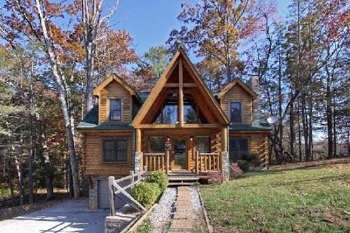 For A Beautiful Rustic Yet Modern Vacation Spot Look No Further Than Peyton S Hideaway Close To Downtown Gatlinburg Vacation Cabin Rentals Cabin Rentals Cabin