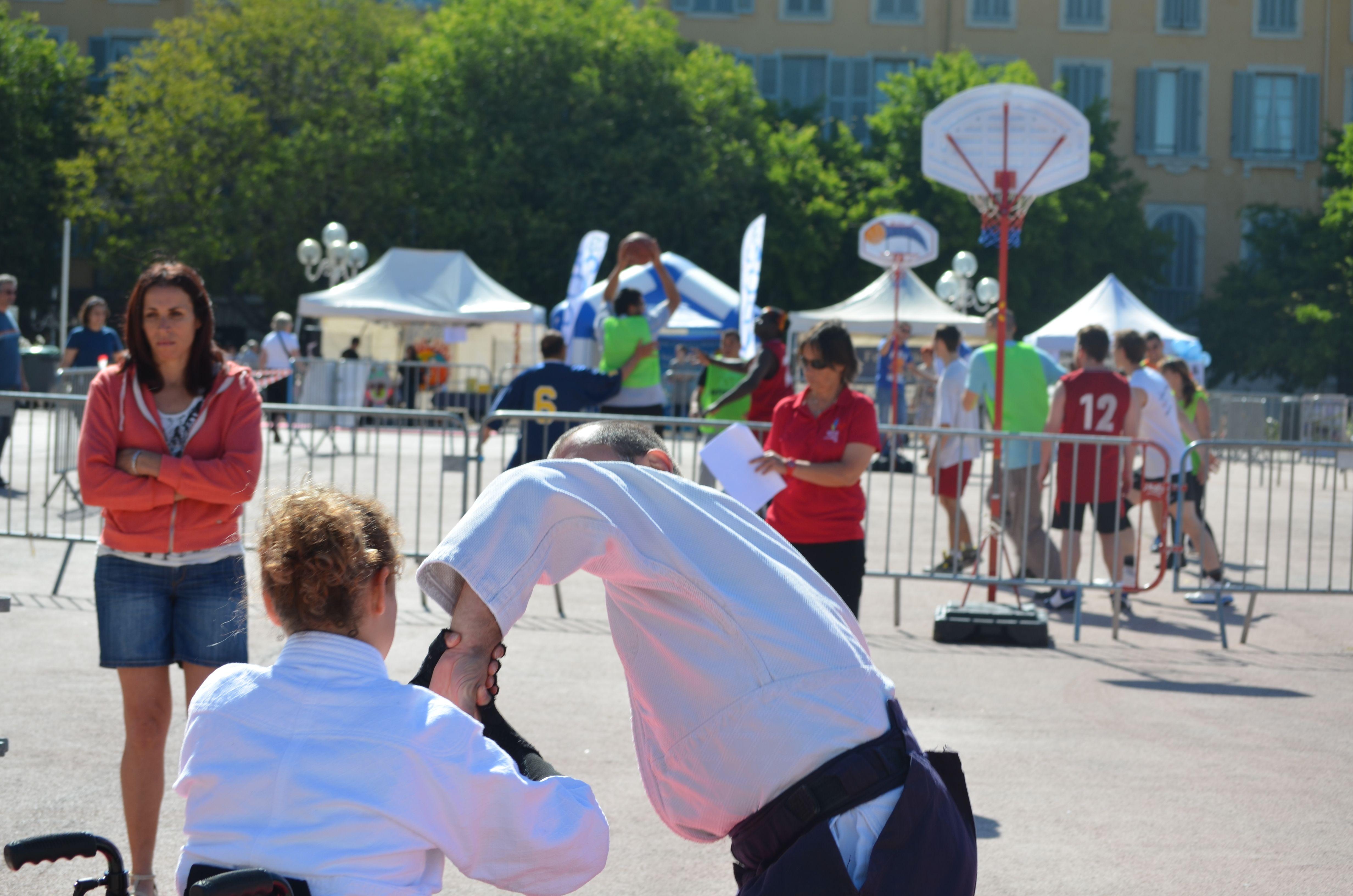 Journée Handisport Passion Partage, place d'Armes à Toulon, le 17 mai 2014. Démo d'Aïkido du matin
