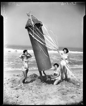 Funny Old 1950 S Beach Girls 4th Of July Los Angeles Holidays Ocean Park Photo