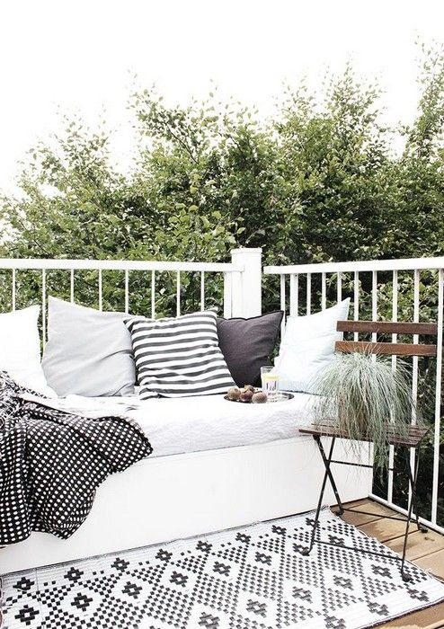25 Interior Design With Black And White Rugs Interiordesignshome Inspiration Pinterest Interiors Traditional Decor Patios