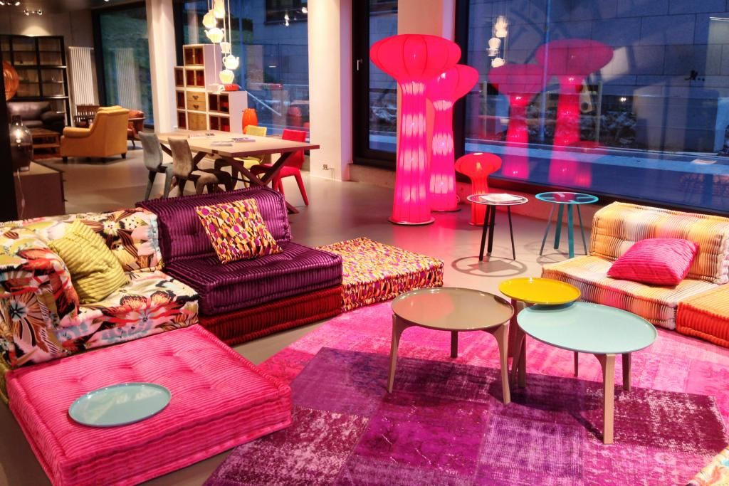 Neuer showroom von roche bobois interiors lofts and for Roche bobois canape mah jong