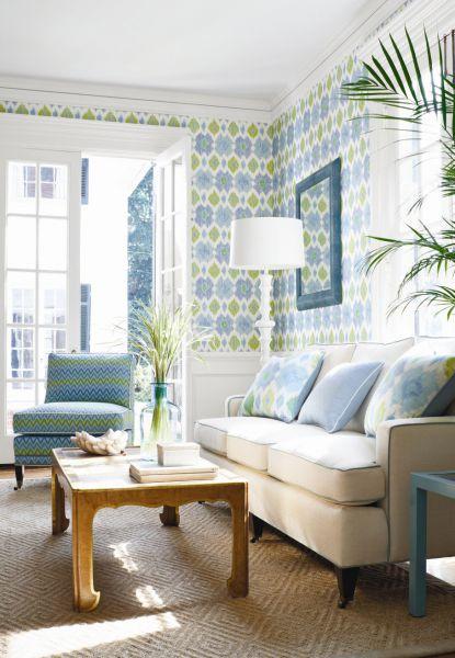 цвет Serenity в гостиной в сочетании со светло -зеленым