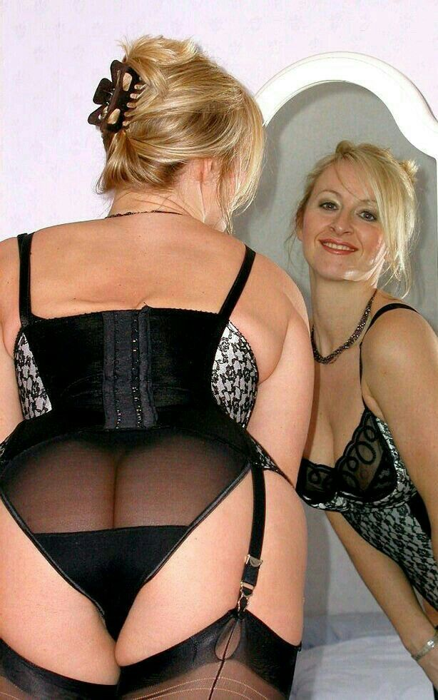 bombshell. single female. Milf Cums Schwanz im Glas educated, attractive, and