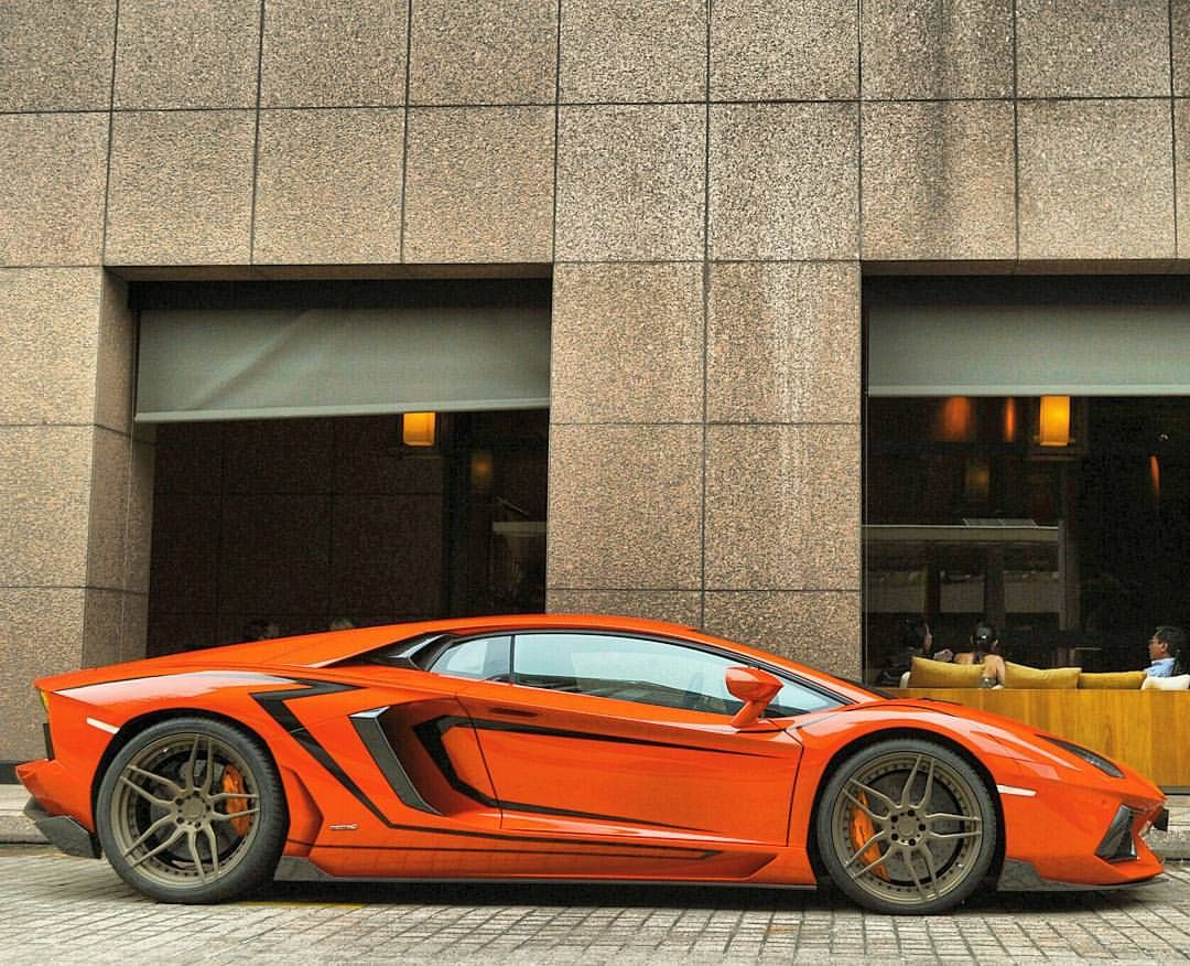 Matte White Wrap by Premier Signs to Gunmetal Grey Oakley Design Lamborghini  Aventador www.premier-signs.co.uk www.premier-wraps.co.uk Facebook.com…