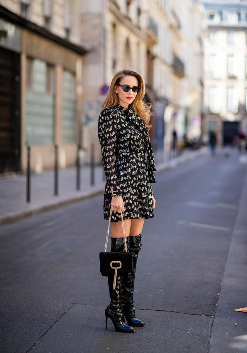 Alexandra Lapp in a Saint Laurent dress Look wearing a glitter paisley patterned…