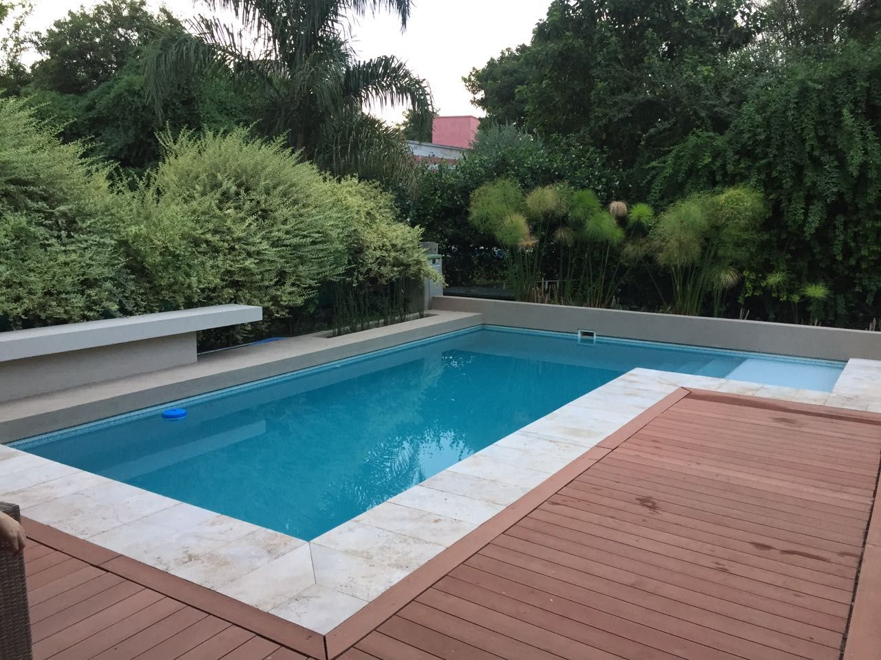 free piscinas diseo wellnes cantero solado travertino with piscinas con diseo - Piscinas De Diseo