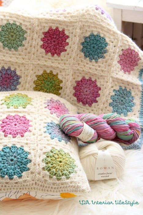 Decke und Kissen aus Granny Squares | Häkeln | Pinterest | Häkeln ...