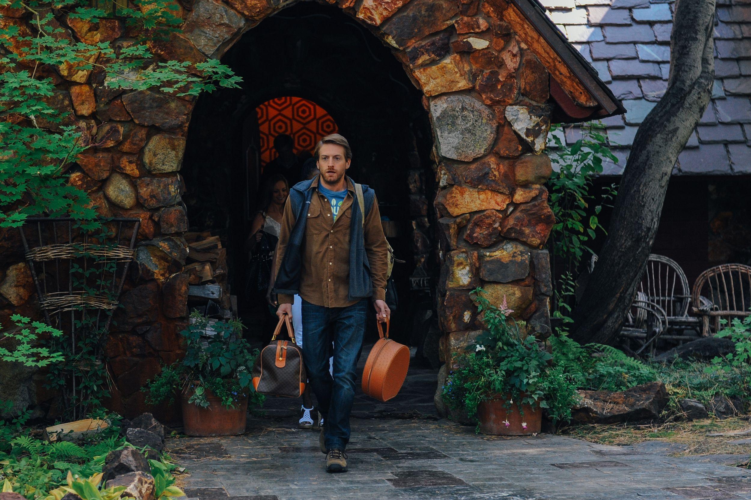 Sean Oakes Fran Kranz Leaving The Family Lake House In Last Weekend In Theaters August 29 Lastweekendfilm Com Weekend Film Film Stills Oakes
