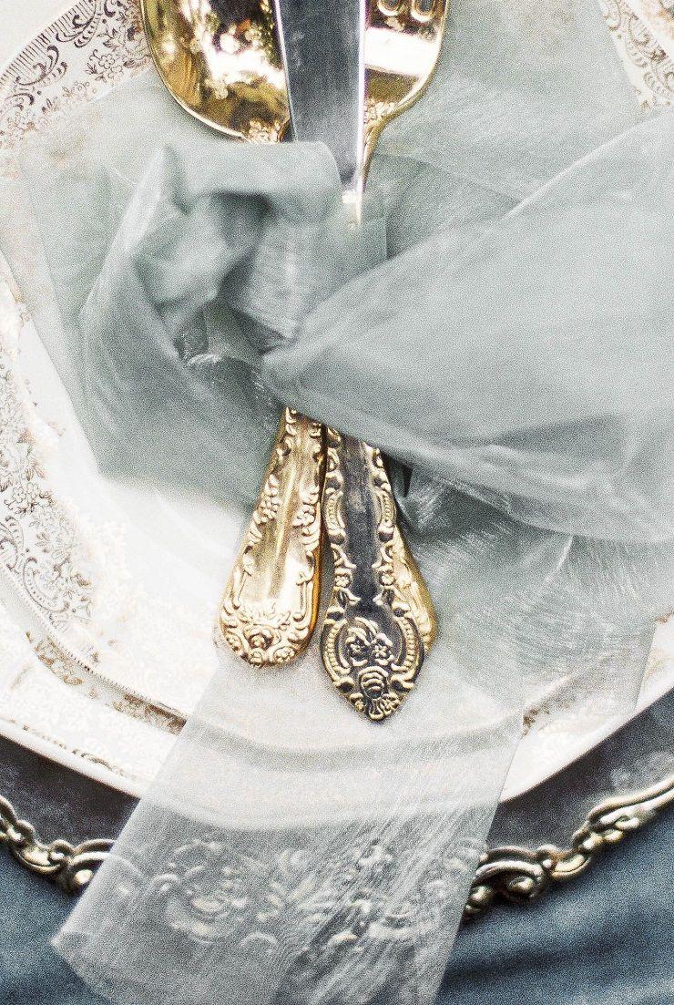 Wedding Place setting | Bridal inspiration shoot at old world castle | itakeyou.co.uk