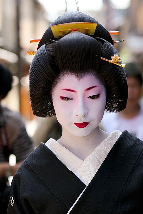 coiffure japonaise traditionnelle femme coiffure 2019. Black Bedroom Furniture Sets. Home Design Ideas