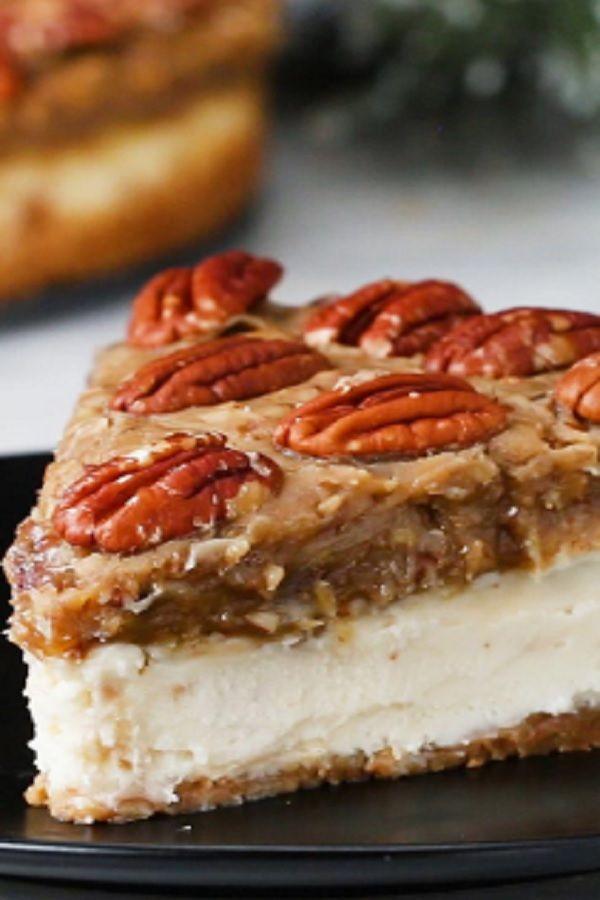 Kentucky Derby Pecan Pie Cheesecake (VIDEO)  #pecanpiecheesecakerecipe