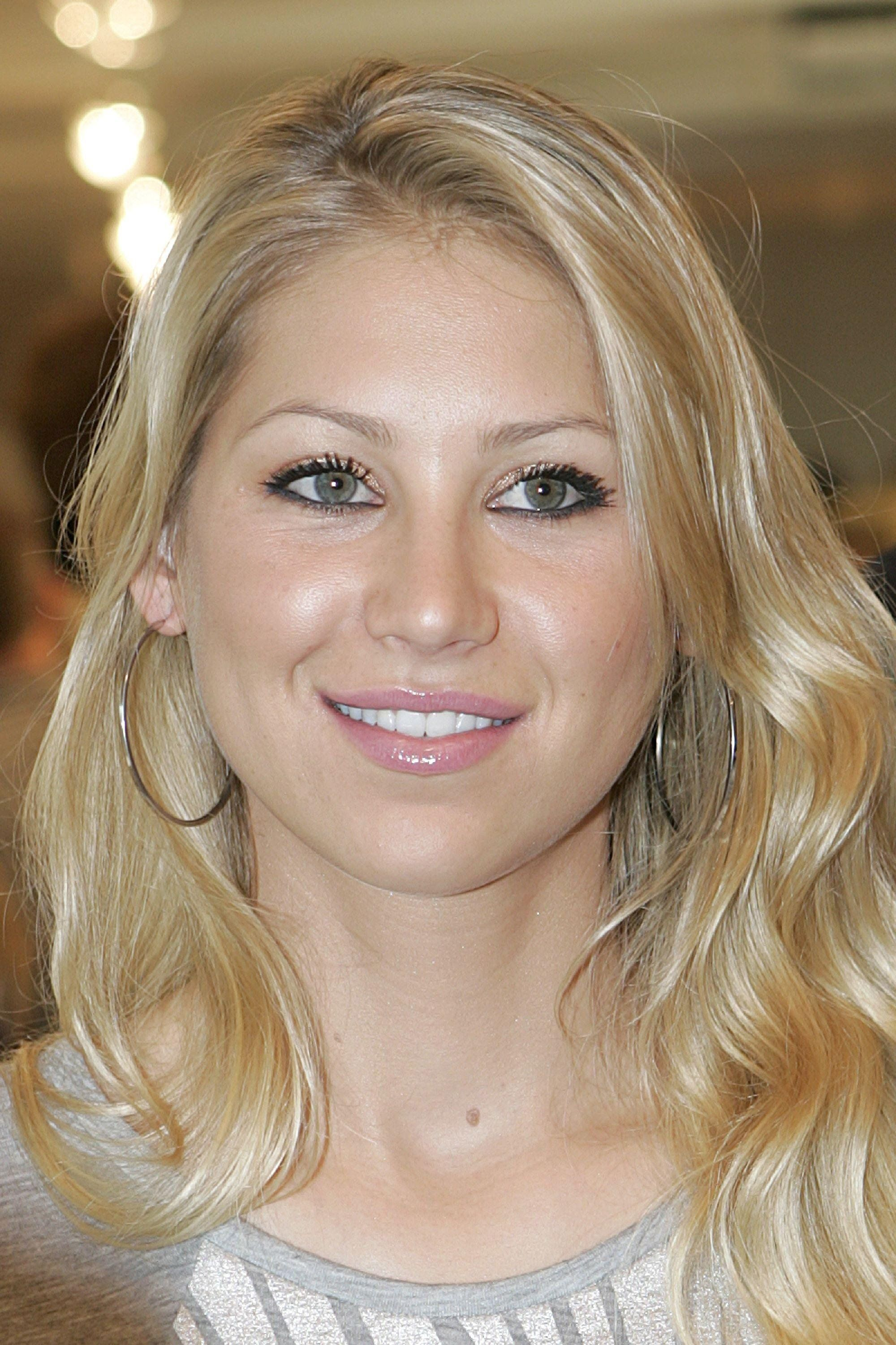 Anna Kournikova As The Motel Manager In A Scene From Me Myself