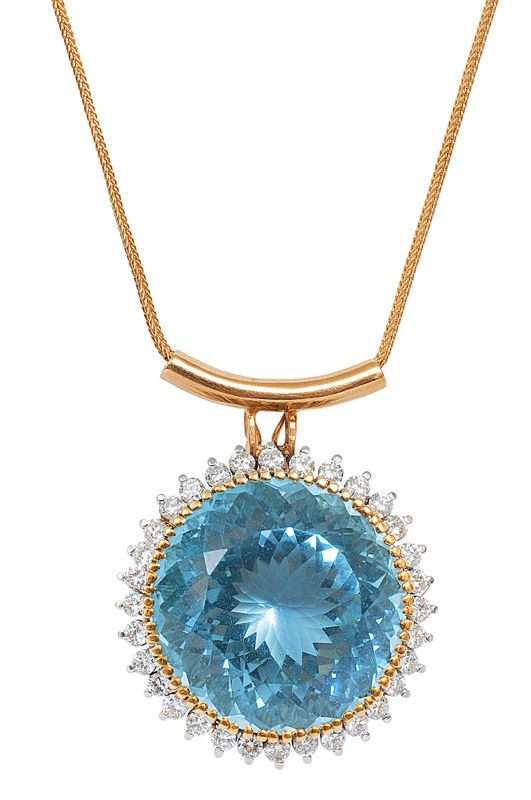 Aquamarine with tiara frame and necklace. 14 ct. yellow gold and white gold.