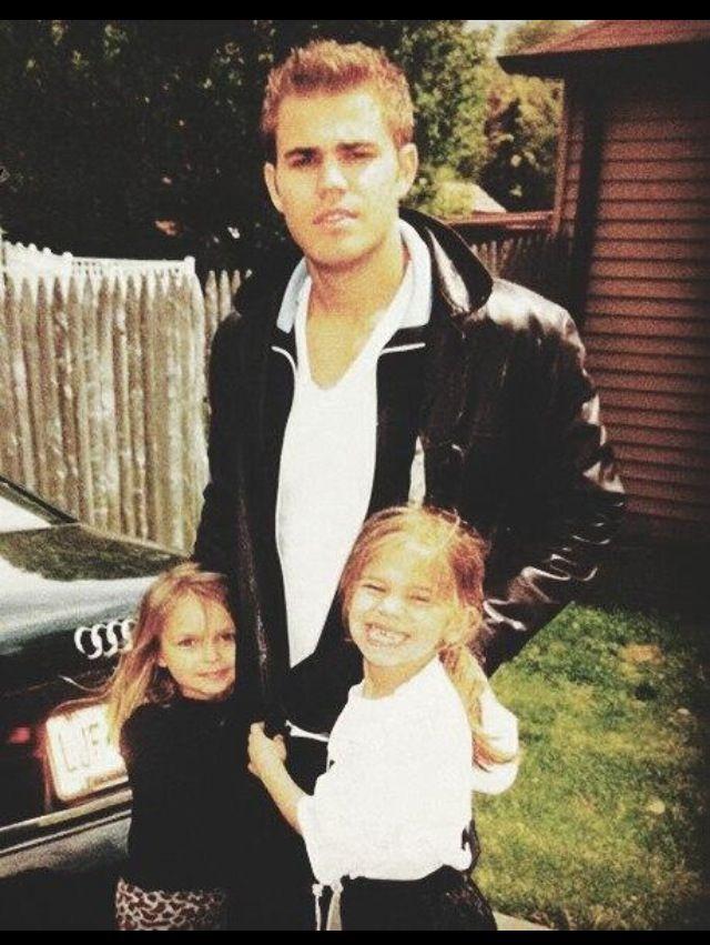 Paul and his little sisters! | Paul wesley, Stefan ...
