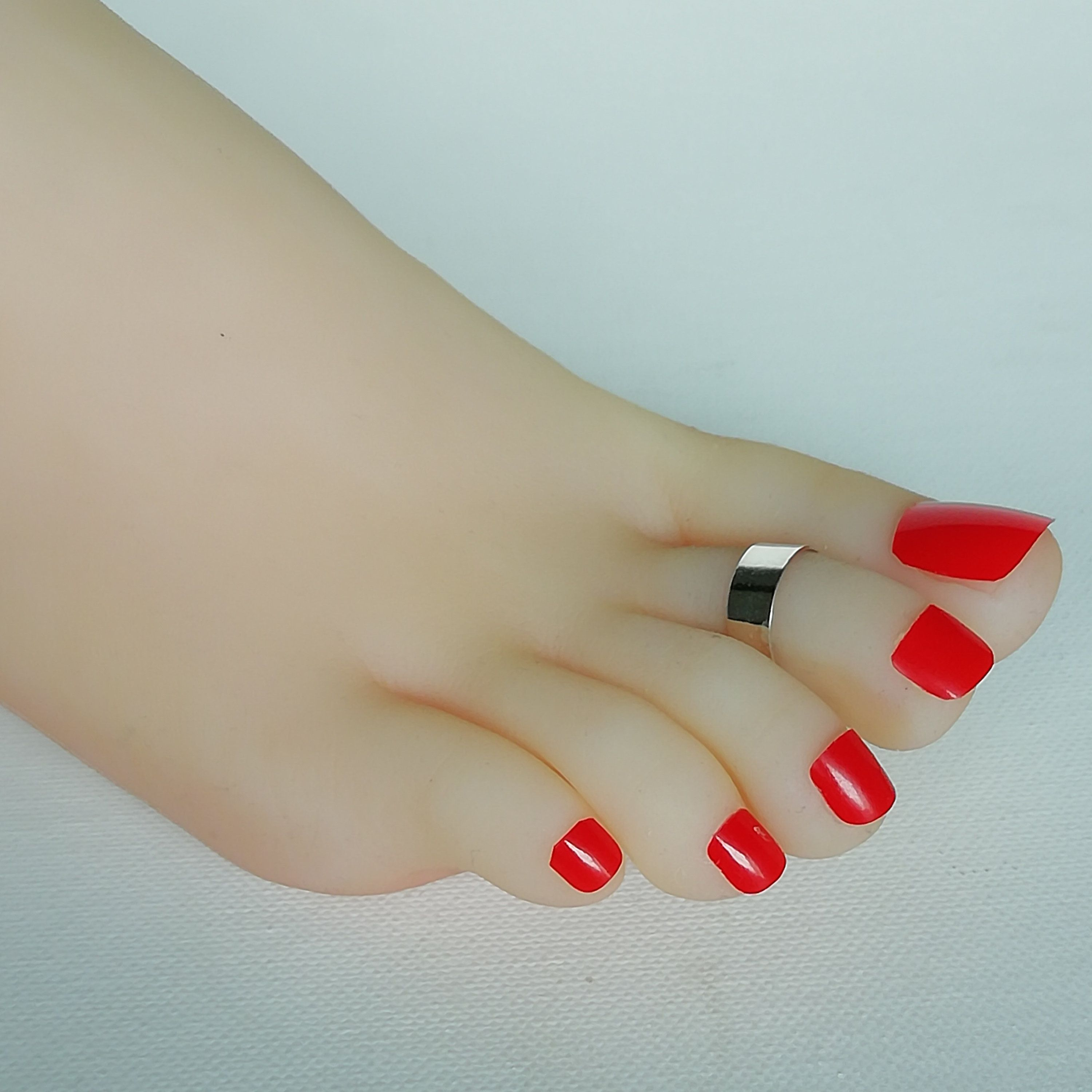 Silver Toe Band 6mm Toe Band Minimalist Toe Ring Pretty Toe Ring Silver Body Jewelry Foot Jewelry Tac By Thesil In 2020 Pretty Toes Toe Band Cute Toe Nails