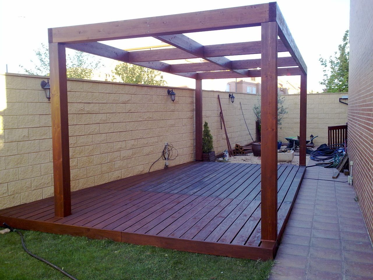 Pergolas baratas para jardin cheap pergolas madera sombra - Pergolas de madera baratas ...
