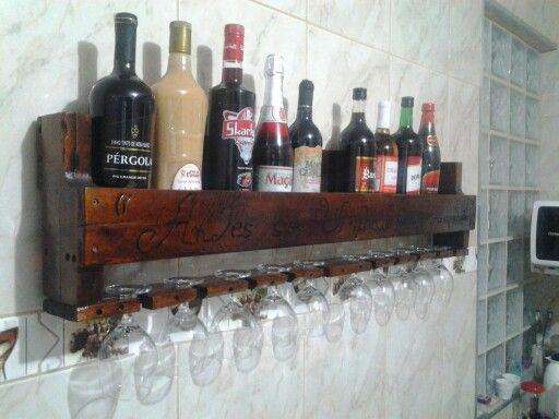 Porta vinho  muito legal.