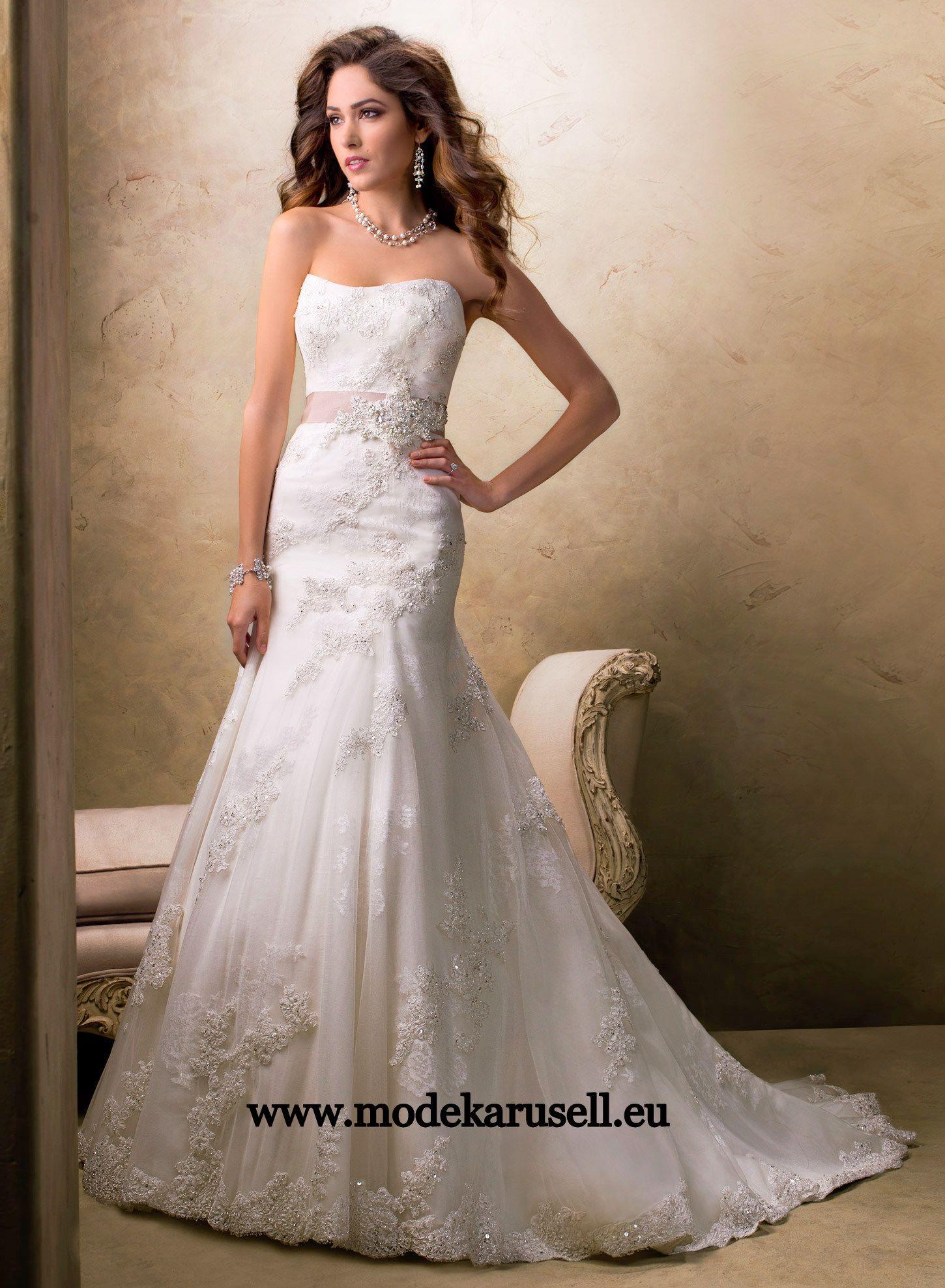 Weisses Brautkleid mit Schärpe www.modekarusell.eu | Wedding Gowns ...
