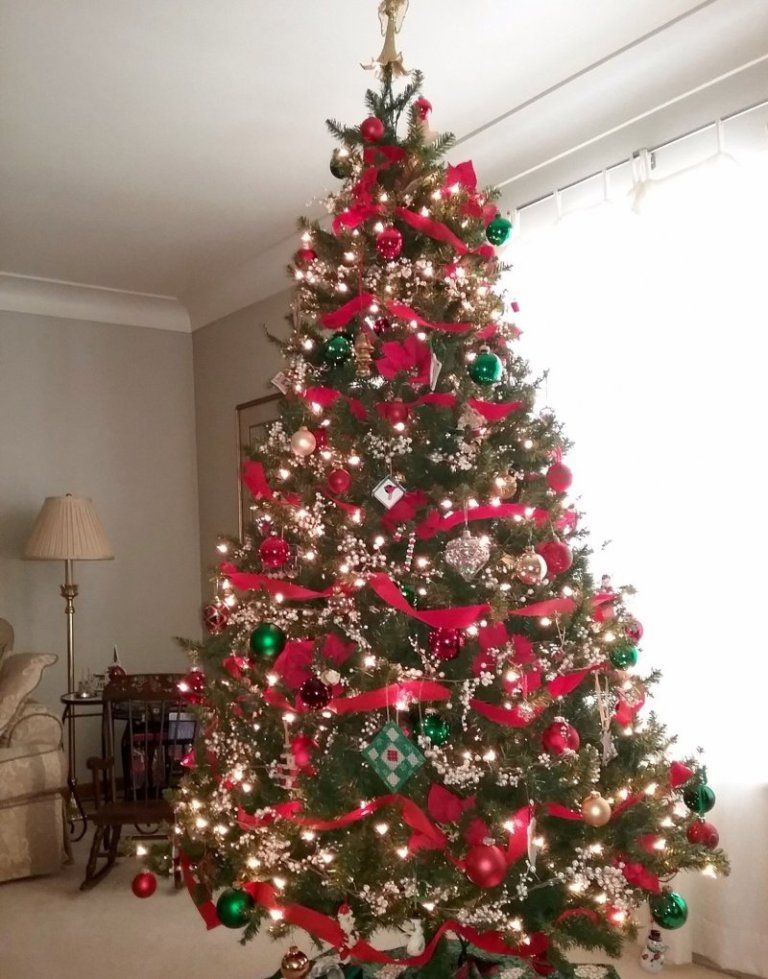 Christmas Tree with light and ornaments. #Christmas #Decor Cool Christmas  Trees, Christmas - 35 Best Christmas Tree Decorating Ideas Christmas Pinterest