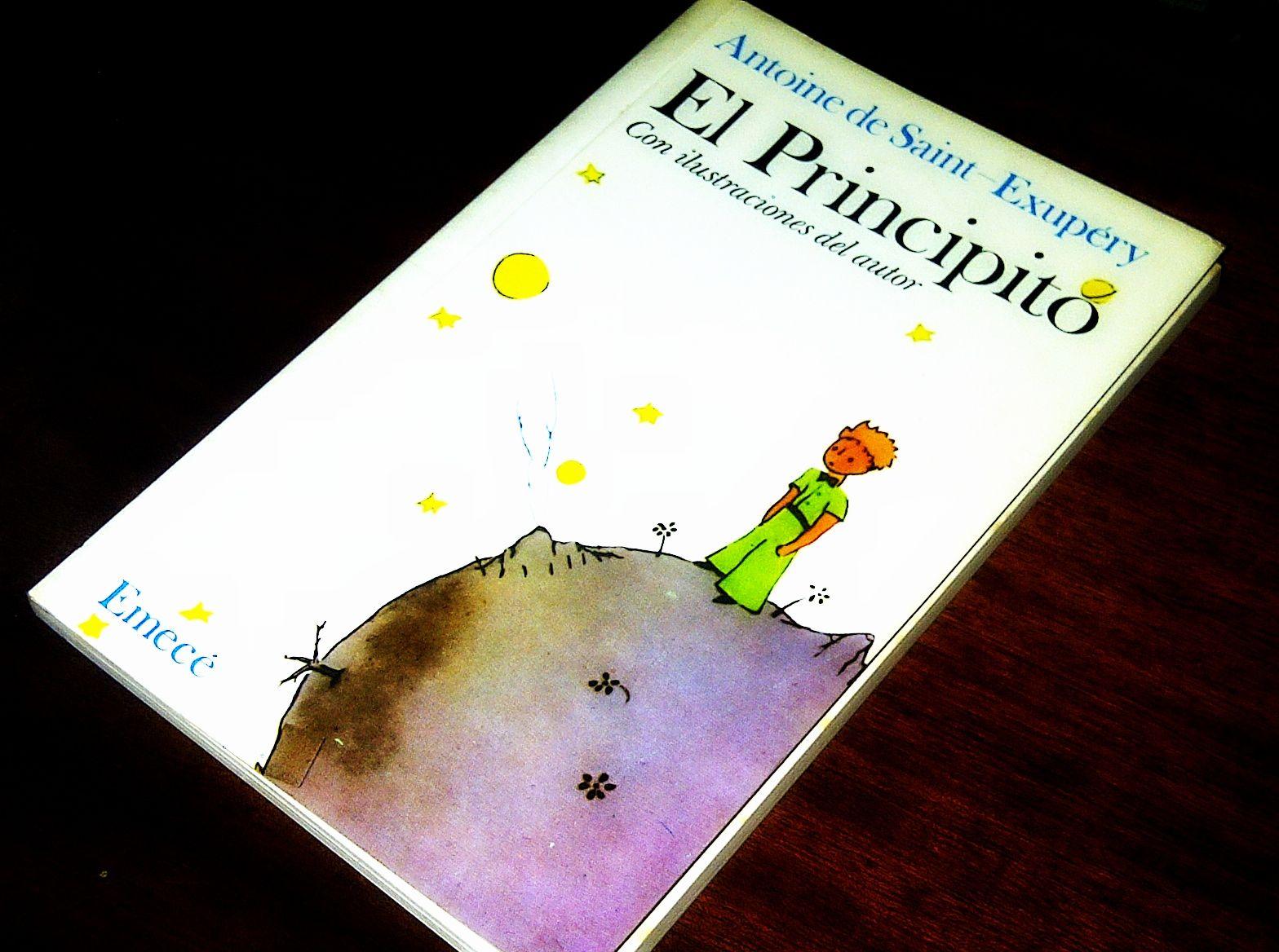 Un clásico de todos los tiempos. Este es un libro que se lee a todas las edades, puesto que en las distintas etapas de la vida uno puede encontrarle diferentes interpretaciones: son enseñansas para los niños, ideales para los adolescentes y recordatorios para los adultos