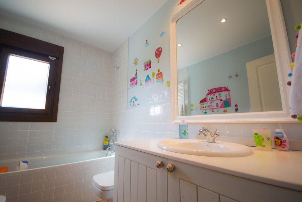 cuarto de baño infantil | Casas de madera canadienses ...