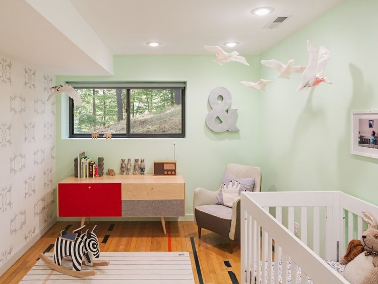 Babyzimmer Geschlechtsneutral Pastellgruene Wandfarbe Holzmoebel