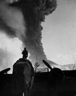 1944 vesuvius eruption usaaf vesuvius erupting 1944