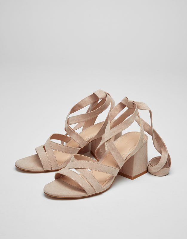 87b6909b4 Pull&Bear - mulher - sapatos - ver tudo - sandália de tacão com laçada -  cor de pele - 11865211-V2017