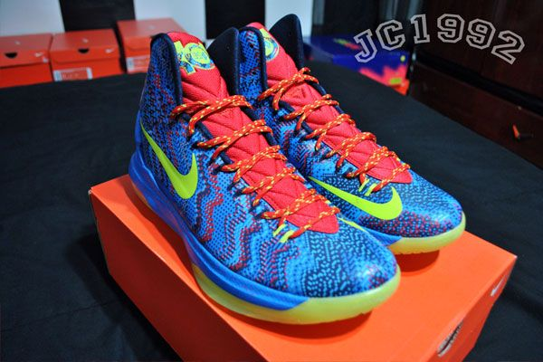 Nike KD V - Christmas (If i get this.... I WILL