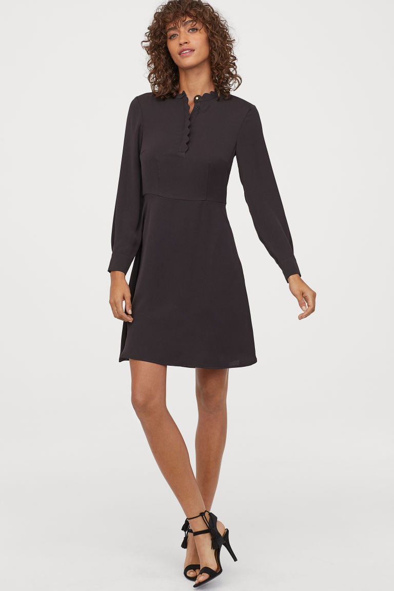 Kleid mit Wellenkanten  Glockenrock, Damenbekleidung, Kleider h&m