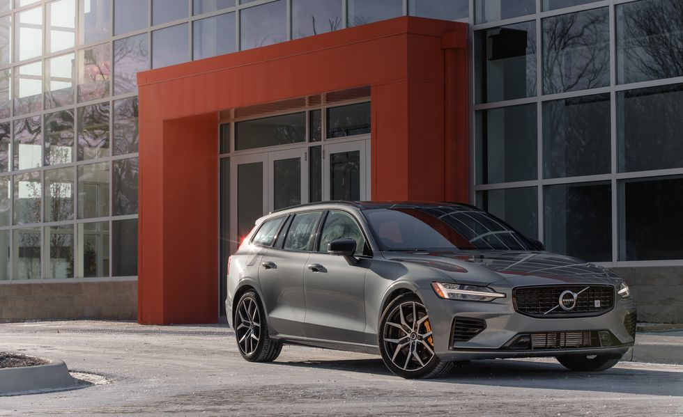 2021 Volvo V60 / V60 Cross Country Review, Pricing, and