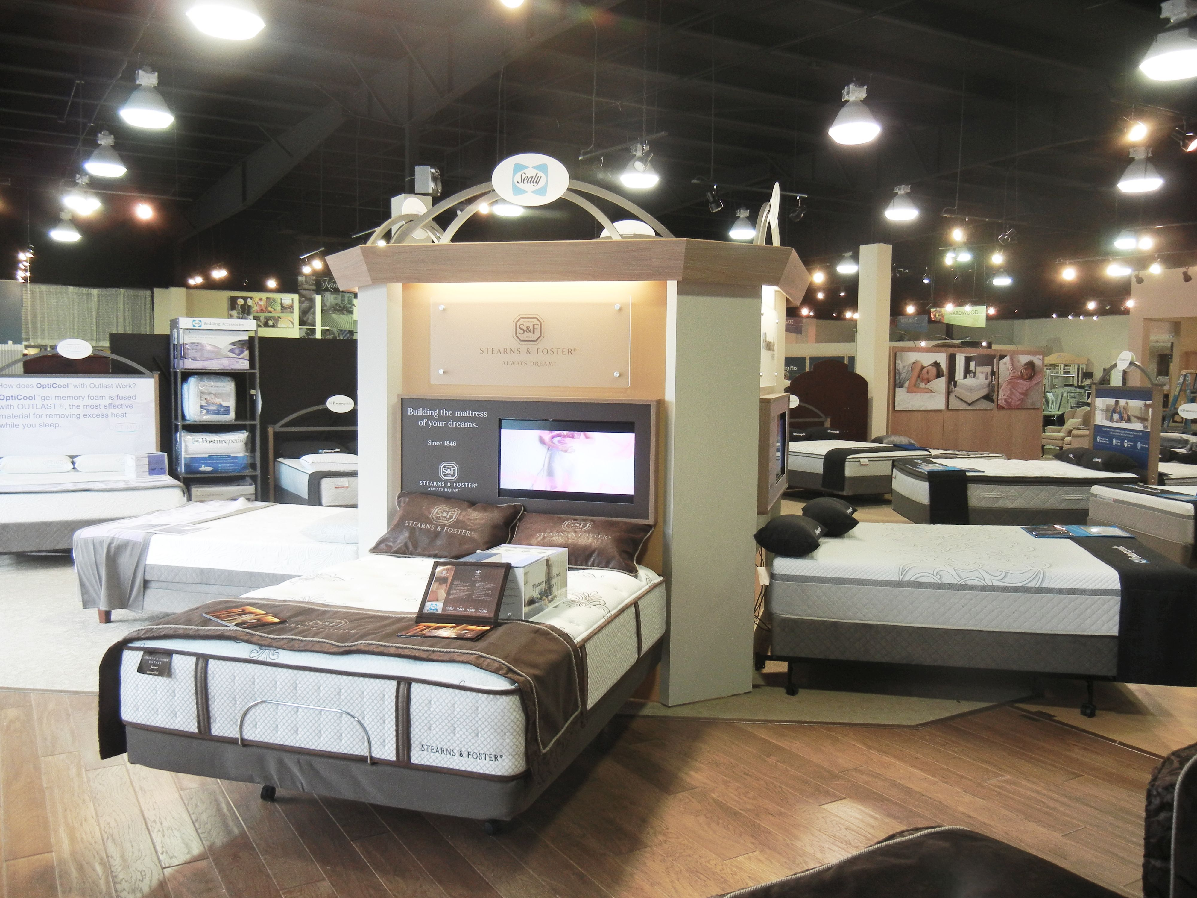 Just A Glimpse Of Our Sealy Mattress Gallery Sealy Posturepedic Optimum And Stearns Foster All Available At Our Showroom H Loja De Colchoes Colchao Moveis