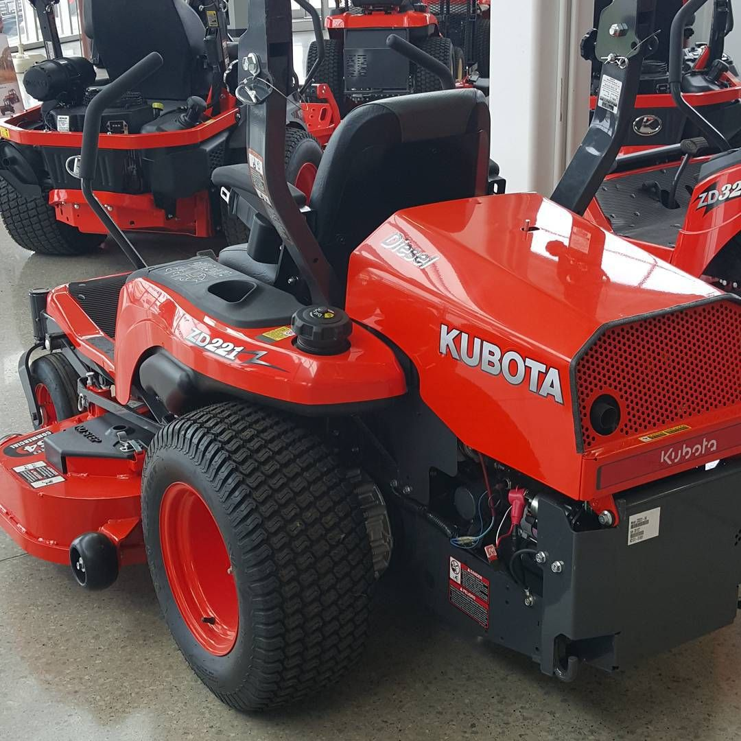 After 300 hours on my Toro Z Master i welcomed the #kubota #zd221 to the  family. Awesome machine. #diesel #landscaper #zeroturn #mowing #grass ...