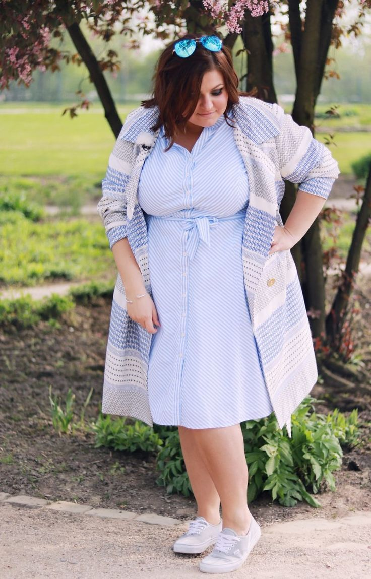 Baumwoll-Sommerkleid mit All-Over Muster Trenchcoat · CON