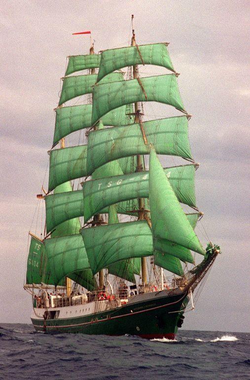 ☼ Belo veleiro de velas verdes ♥