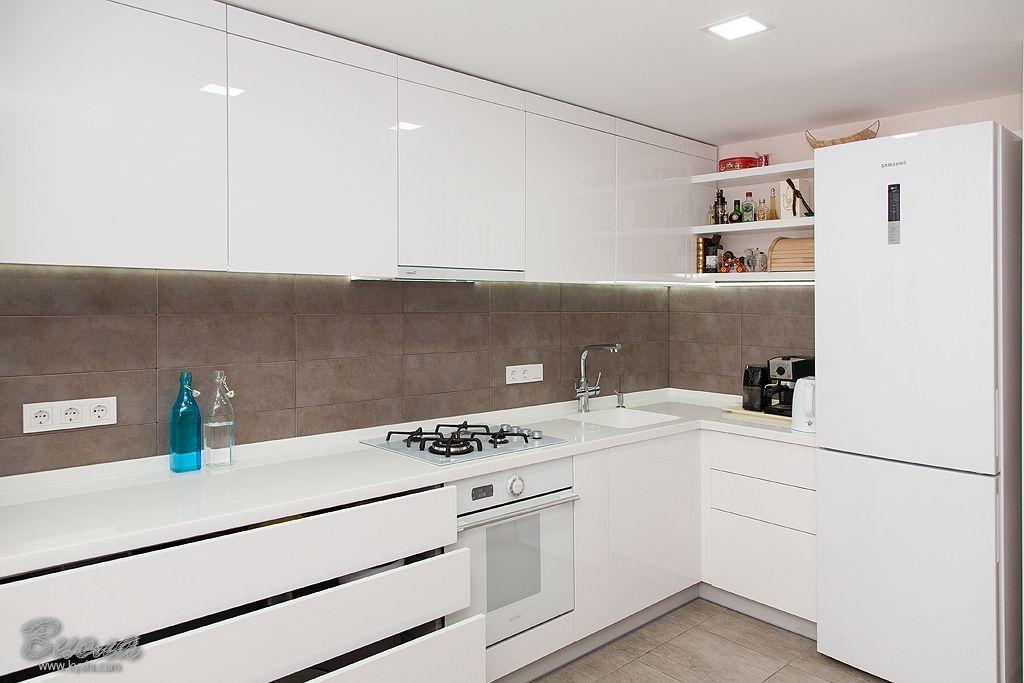   Современные белые кухни, Кухонные столешницы, Кухня в ...