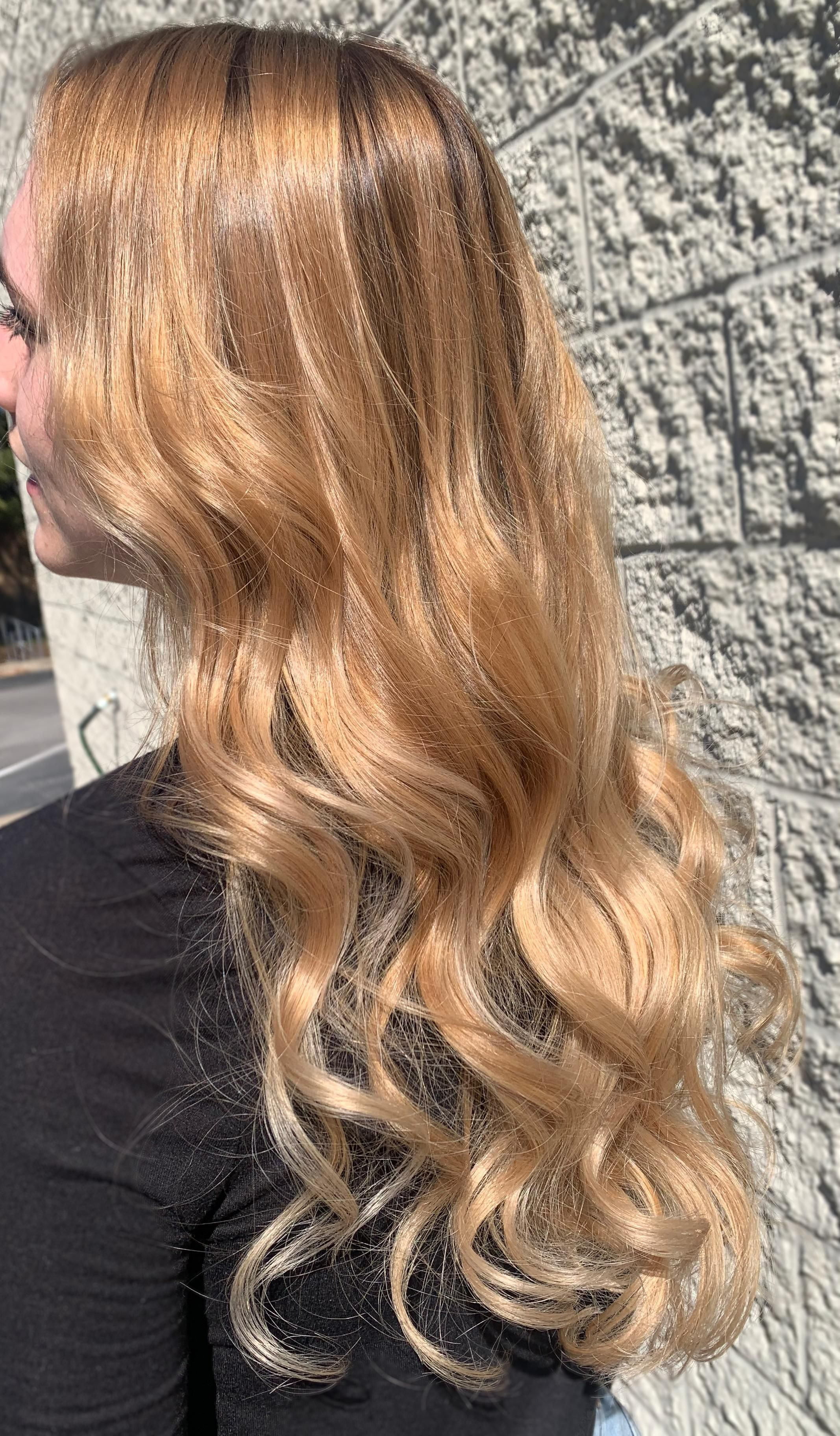 Hi Reddit Its Been A While Here S A Golden Blonde Balayage I Did Recently Excuse The Flyaways The Wind Loves To Pic In 2020 Blonde Balayage Golden Blonde Balayage