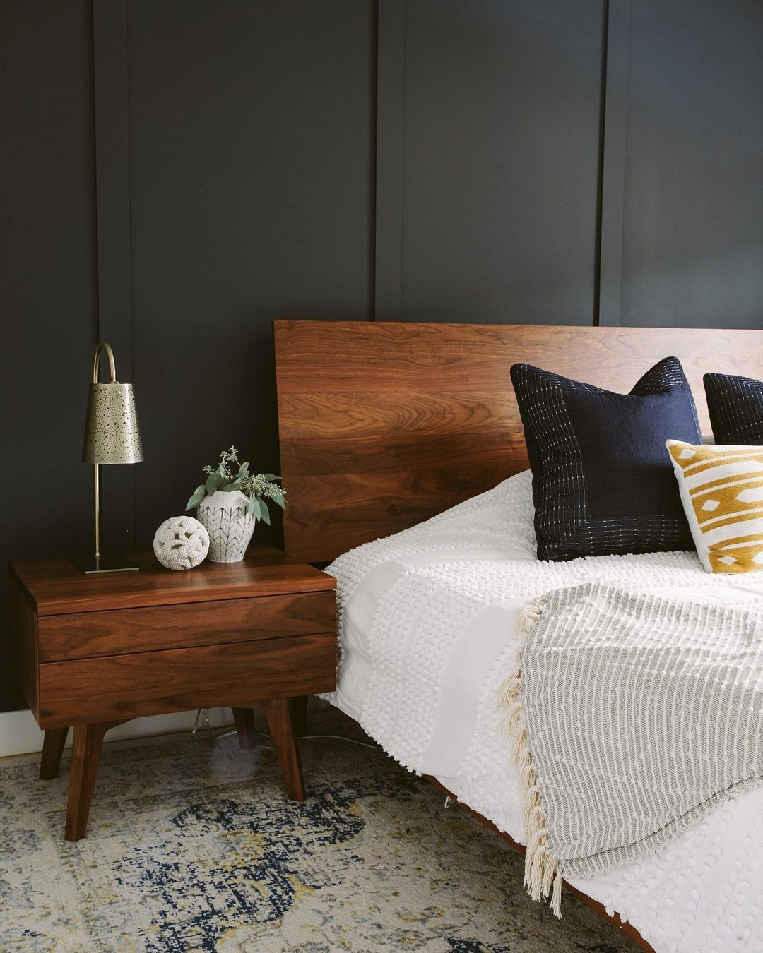 Master Bedroom Ideas for a Cozy Home Design in 2021   Wall decor bedroom, Cozy master bedroom ...