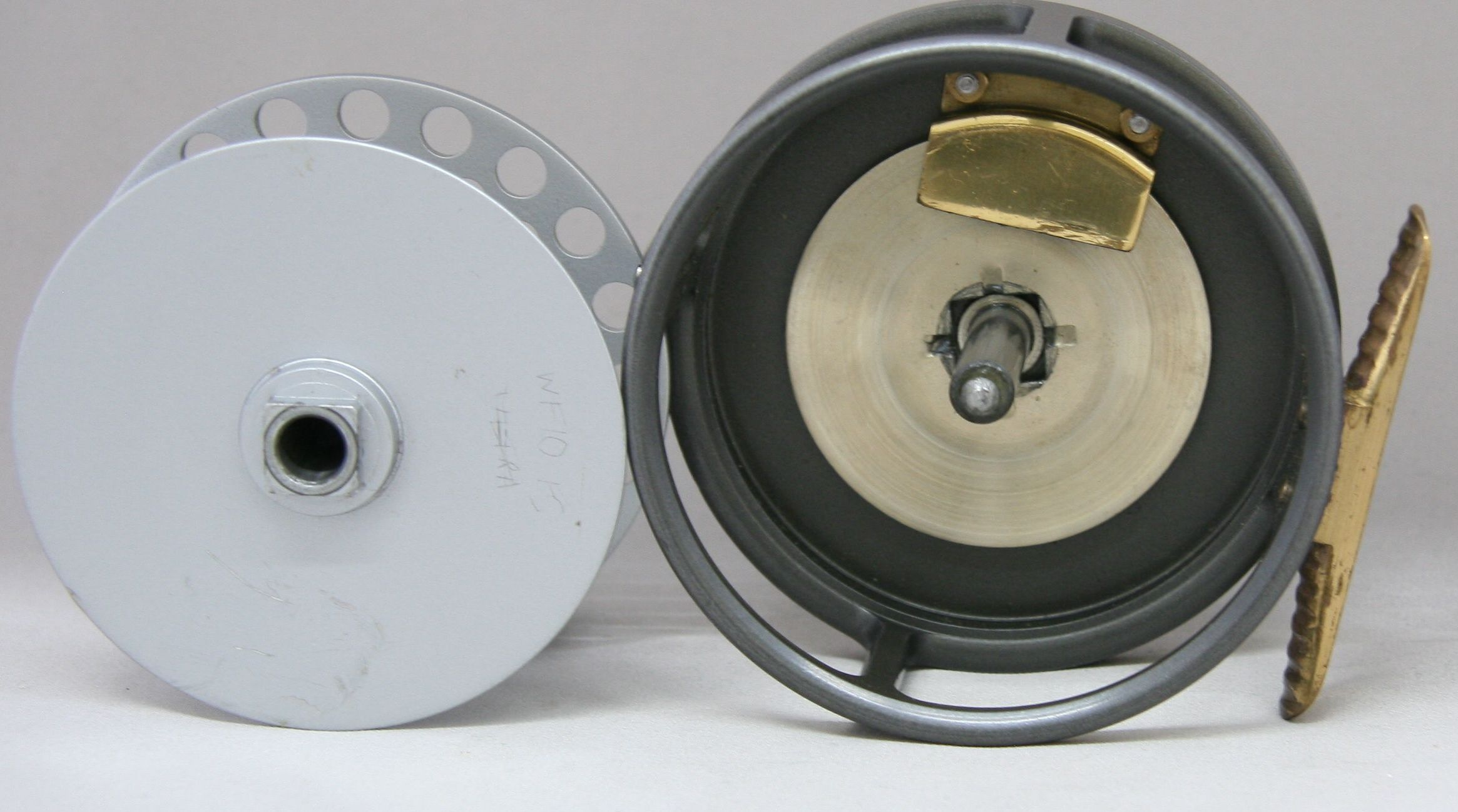 Hardy Bros. The Husky fly reel. Made in England. Excellent salmon or steelhead 1980's reel. Diameter 3 3/8 inches, spool width 1 1/8 inches, overall width 1 5/8 inches. Weighs 7 1/2 oz. Line weight 7/8. Disc drag. Ribbed brass foot. Single screw nickel silver line guard Two screw spool latch. LHW/RHW. Includes original Hardy black vinyl case. Excellent condition with some minor finish wear.