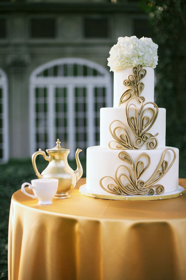 An Oz wedding inspiration shoot with emerald, gold and china details