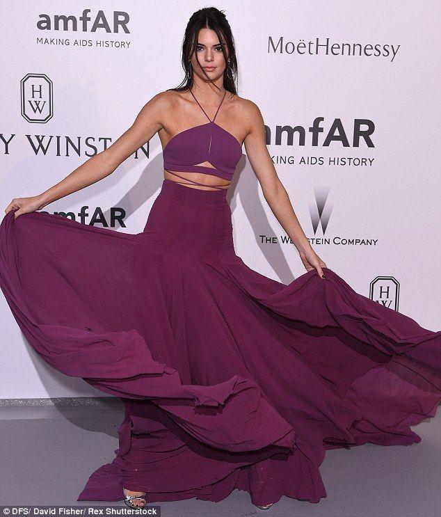 Kendall jenner at emmys white dress