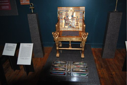 Pleasant This Throne And Footstool Also Feature Tuts Enemies On The Unemploymentrelief Wooden Chair Designs For Living Room Unemploymentrelieforg