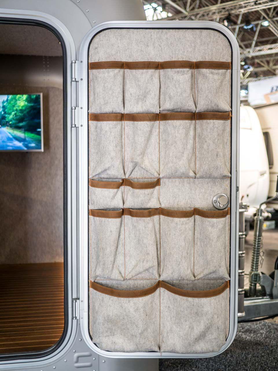 Photo of Aufbewahrung aus Wollfilz an der Tür Lume Traveler Koch- und Schlafwagen #ganz …