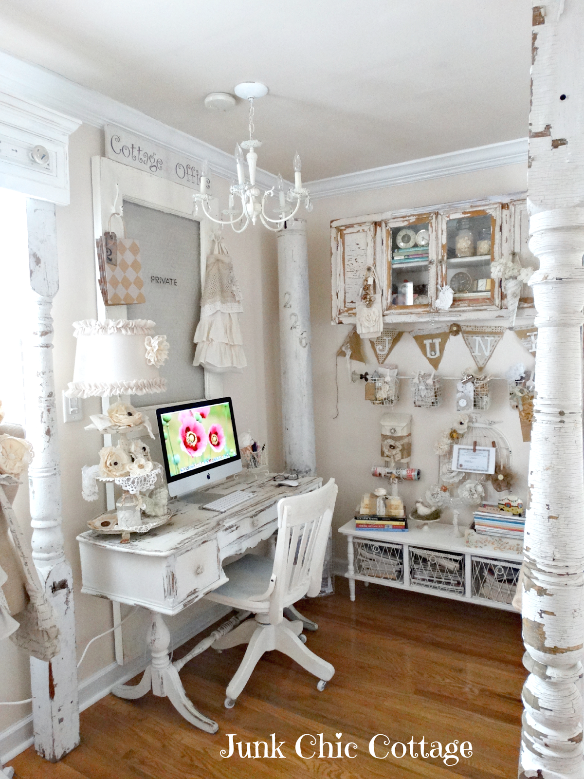 Tour This Amazing Fashion Blogger S Transitional Home Office: Junk Chic Cottage: Where Bloggers Create 6th Annual Blog Party On Creative Spaces.