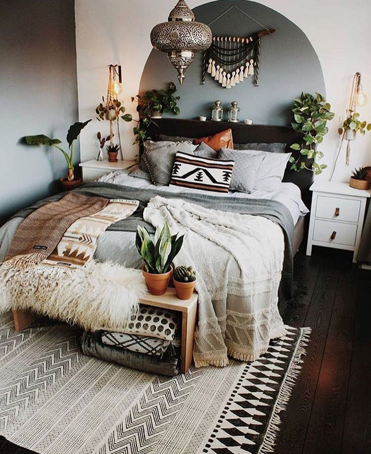 The painted circle behind the bed 😍 | mi casa in 2019 | Bedroom