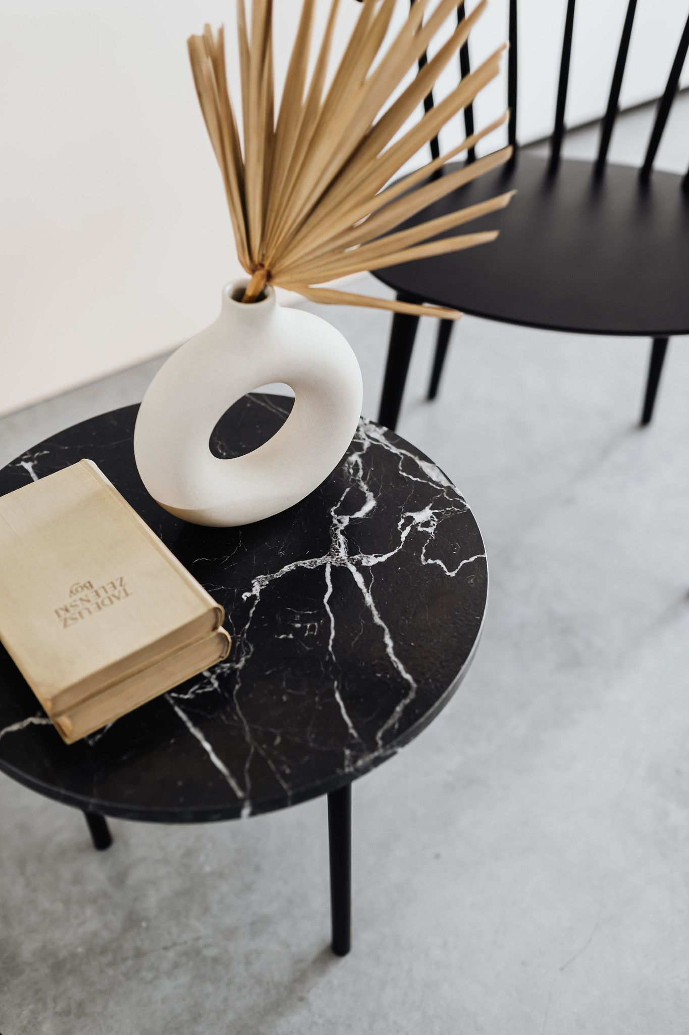 GRUFF coffee tables are the flagship furniture of the TEXTURE collection. Delicate brushed marble create a unique texture on the table tops that works on the senses. They surprise with their texture. #uncommondesign #marblecoffeetable #marbledesign #livingroomdecor #livingroomfurniture  Fot. Karolina Grabowska // Kaboompics
