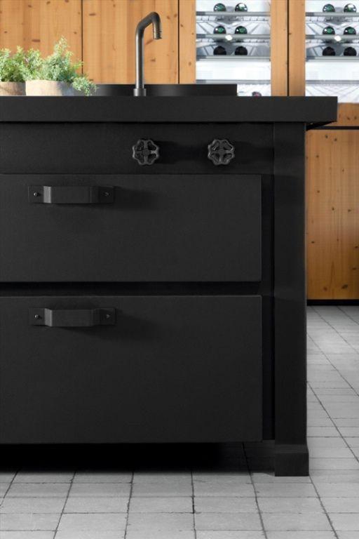 Awesome Dark Metal Kitchen By Minacciolo One Day Pinterest   Moderne  Esszimmer Ideen Designhausern